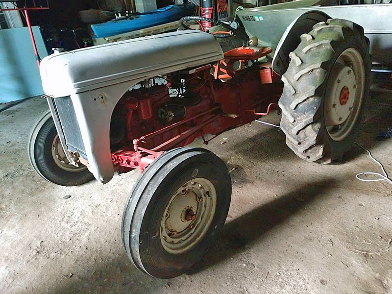 Mvphoto further Ford N Farm Tractor All Has All Tires Lgw together with Williamn N likewise Rear Axle in addition Ce A D Fecedca Df. on 1946 ford 2n tractor